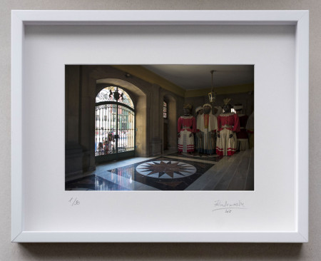 Opción de enmarcado. En la imagen enmarcado en vitrina, Cristal Museo.