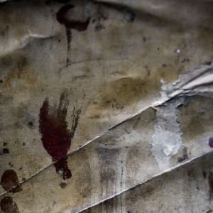 El poblado Inuit de Nagtivit fue abandonado por sus habitantes y las viviendas, colegio e iglesia permanecen como si a˙n permanecieran allÌ. La expediciÛn de Greenpeace en el Artico muestra las evidencias del cambio clim·tico en las proximidades del casquete Polar artico, en Groenlandia. Alejandro Sanz acompaÒa a la expediciÛn. 19 Julio 2013. © Greenpeace/Pedro ARMESTRE